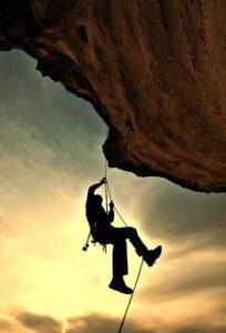 deporte psicología escalador en una montaña