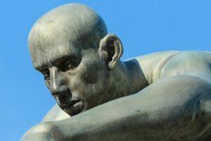 frenología estatua de un hombre pensando
